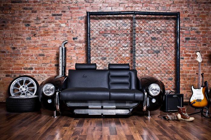 Роскошный диван для автомобилистов.