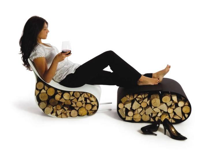 Интересное кресло качалка с подставкой для ног.