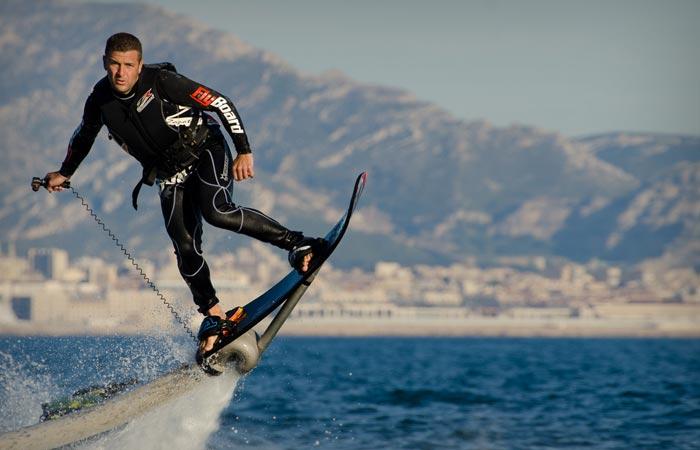 Реактивная доска HoverBoard: трюки над водой.