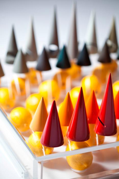 Красочный шахматный набор от XYZ Integrated Architecture.