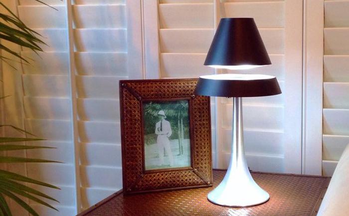 Ориинальная лампа от LeviTECH Labs