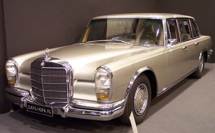 Автомобиль Mercedes-Benz 600 Pullman Limousine