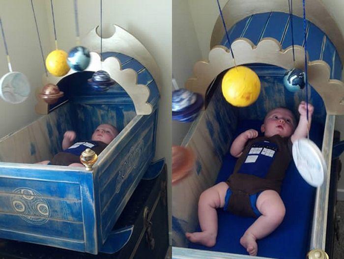 Кроватка в стиле Доктор Кто.