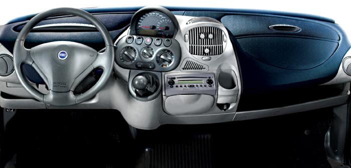 Приборная панель Fiat Multipla.