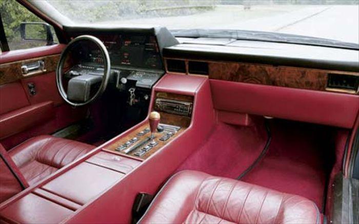 Приборная панель Aston Martin Lagonda.