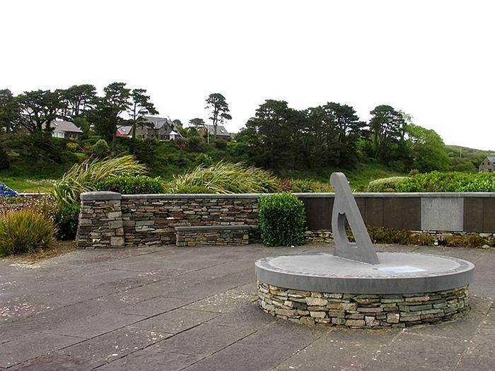 Мемориал в память жертв катастрофы рейса 182.