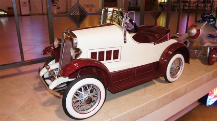 1934 Lincoln.