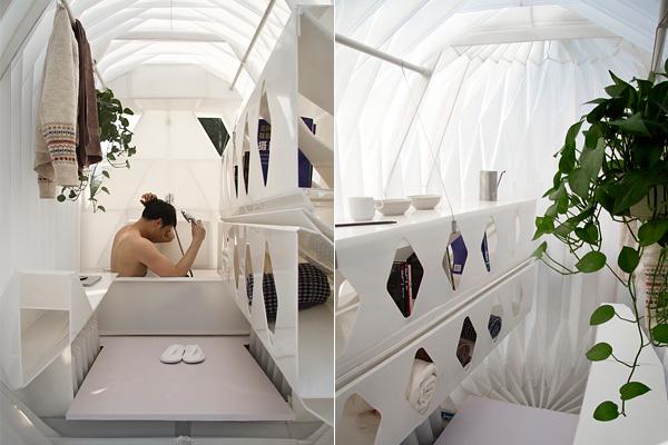 Ванна и мебельные блоки в качестве стола.