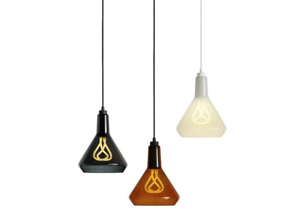 Стильный стеклянный плафон в форме лампочки от Plumen.