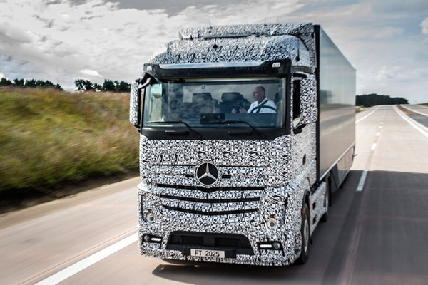 Mercedes-Benz Future Truck 2025 – беспилотный грузовик из скорого будущего