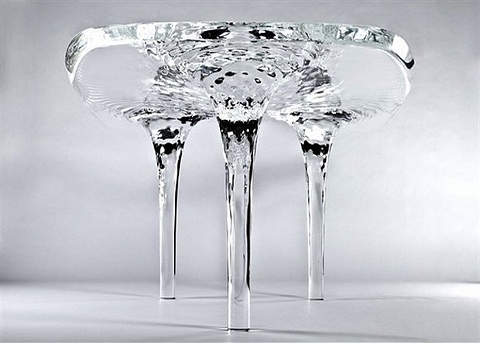 Оригинальный дизайн стола от Zaha Hadid.