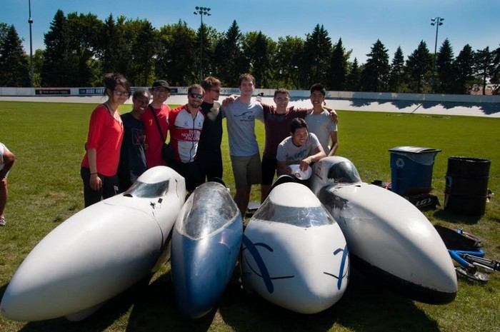 Команда разработчиков суперскоростного велосипеда.