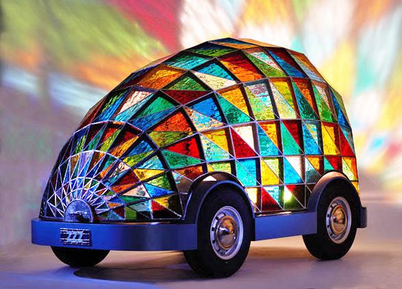 Витражный автомобиль Доминика Уилкокса.