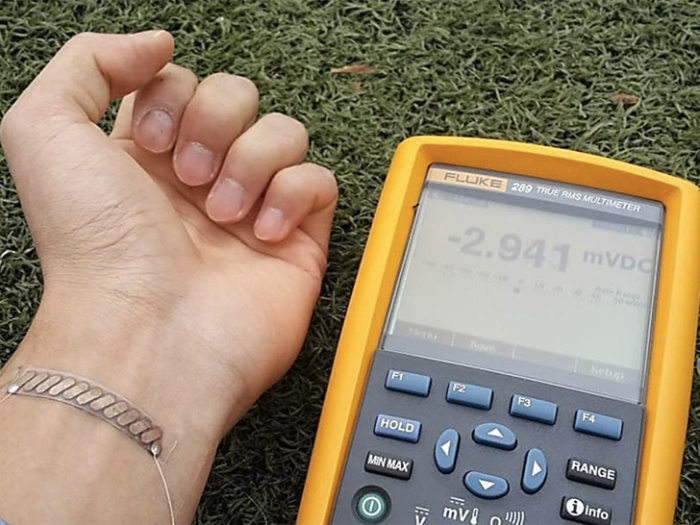 Браслет Glass Fabric:энергию человека в электроэнергию.