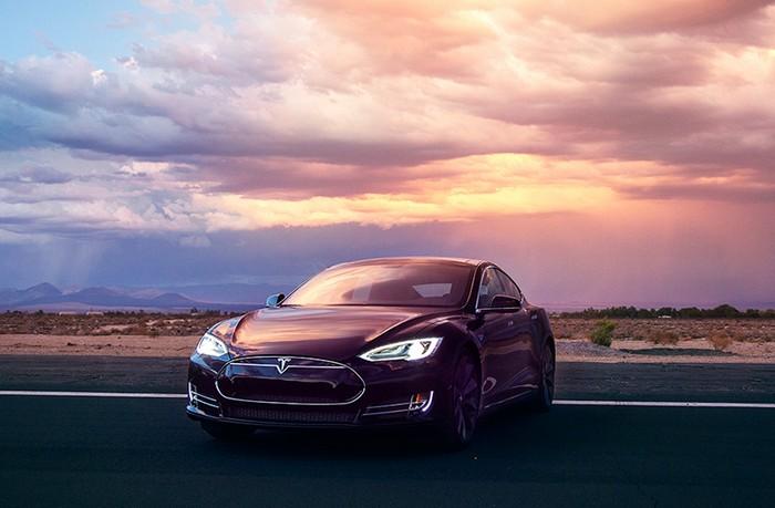 Tesla Model D – полноприводный электромобиль с автопилотом