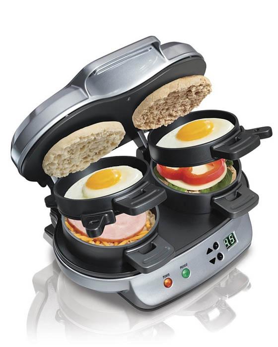 Прибор для приготовления полноценного завтрака.