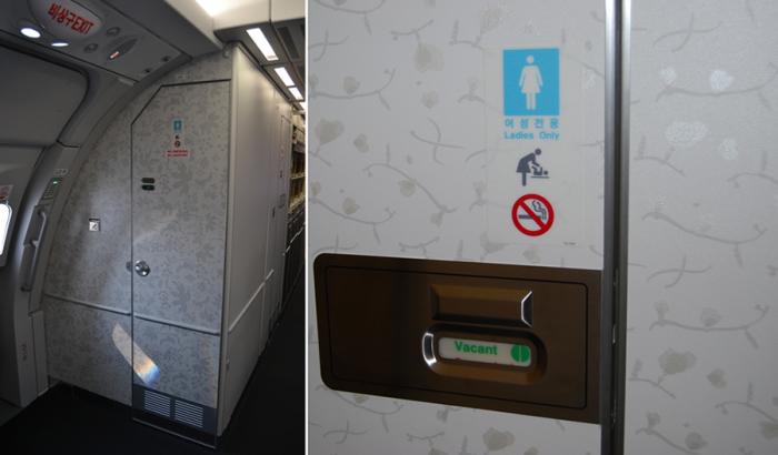 Туалет в самолёте можно открыть извне.